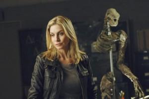 "Elizabeth Mitchell in V - Season 2 - ""Serpent's Tooth"" |©2011 ABC/Sergei Backlakov"