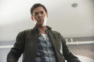 "Nicholas Lea in V - Season 2 - ""Siege"" |©2011 ABC/Jack Rowand"