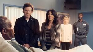 "Danny Glover, Timothy Hutton, Aldis Hodge, Beth Riesgraf and Gina Bellman in LEVERAGE - Season 4 - ""The Van Gough Job"" | ©2011 TNT/Erik Heinila"
