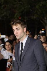 Robert Pattinson at the World Premiere of THE TWILIGHT SAGA: BREAKING DAWN - PART 1 | ©2011 Sue Schneider