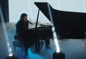 "Josh Krajcik performs on THE X FACTOR - Season 1 - ""The Top 9 Perform"" | ©2011 Fox/Ray Mickshaw"