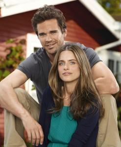 David Walton and Amanda Peet in BENT - Season 1 | ©2012 NBC/Mitchell Haaseth