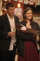 "David Boreanaz and Emily Deschanel in BONES - Season 2 - ""The Prisoner in The Pipe"" | ©2012 Fox/Patrick McElhenney"