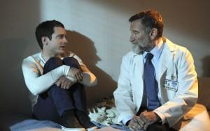 "Elijah Wood and Robin Williams in WILFRED - Season 2 - ""Progress"" | ©2012 FX/Ray Mickshaw"