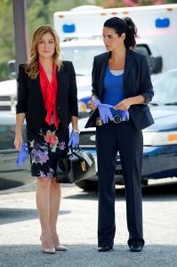 "Sasha Alexander and Angie Harmon in RIZZOLI & ISLES - Season 3 - ""Melt My Heart To Stone""   ©2012 TNT/Darren Michaels"