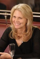 "Lindsay Wagner in WAREHOUSE 13 - Season 4 - ""Fractures"" | ©2012 Syfy/Steve Wilkie"