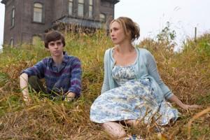 Freddie Highmore and Vera Farmiga in BATES MOTEL - Season 1 | ©2012 A&E
