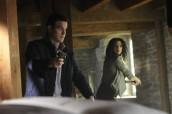 "Joanne Kelly and Eddie McClintock in WAREHOUSE 13 - Season 4 - ""We All Fall Down"" | ©2013 Syfy/Steve Wilkie"
