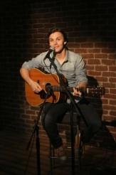 "Country music artist Charlie Worsham guest-stars in BONES ""Big in the Phillipines"" | © 2014 Patrick McElhenney/FOX"