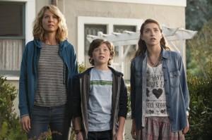 Jenna Elfman as Joyce, Eli Baker as Henry, Ava Deluca-Verley as Katie in GROWING UP FISHER - Season 1 | ©2014 NBC/Colleen Hayes