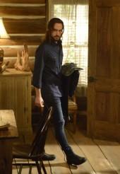 "Ichabod (Tom Mison) tries on modern day clothes on SLEEPY HOLLOW ""Vessel"" | © 2014 Brownie Harris/FOX"