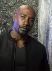 Morris Chestnut co-stars on LEGENDS | © 2014 TNT