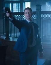 James Gordon (Ben McKenzie) fights Jack Gruber in GOTHAM | © 2015 Jessica Miglio/FOX