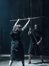 Anya Stark practices during GAME OF THRONES Oathbreaker   © 2016 HBO