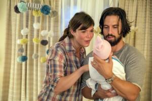 "Milo Ventimiglia and Mandy Moore in THIS IS US - Season 1 - ""Kyle"" | ©2016 NBC/Ron Batzdorff"