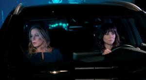 Christina Applegate and Linda Cardellini in DEAD TO ME - Season 1  ©2019 Netflix/Saeed Adyani