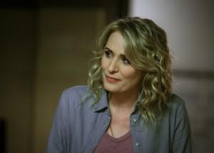 "Samantha Smith as Mary Winchester in SUPERNATURAL - Season 14 - ""Game Night""| ©2019 The CW Network, LLC/Diyah Pera"